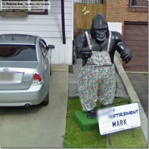 Gorilla statue in an apron